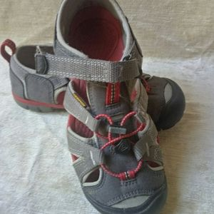 Keen boy inking gray shoes sandals Size 2